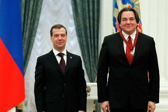 Dmitry_Medvedev_and_Konstantin_Ernst_21_feb_2011
