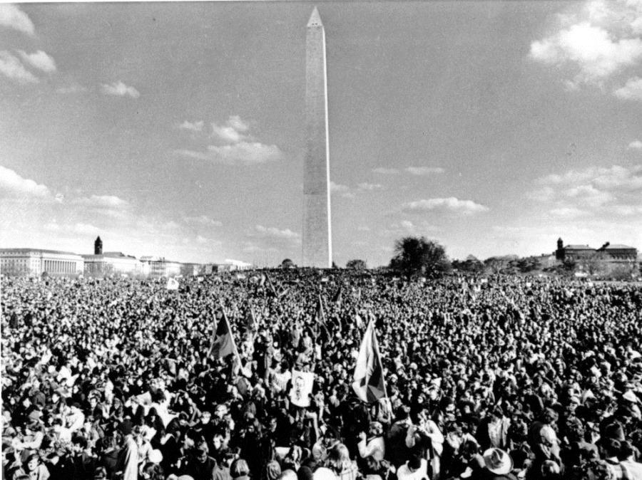 vietnam-protest-monument-ap691115062-af53ebb8d60c3b1de5272373ac6eddaa6617b84f-s1500-c85