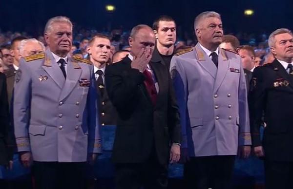 Путин пустил слезу во время исполнения шансона.
