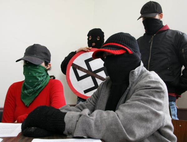 Абсурды российского псевдоантифашизма растут и ширятся