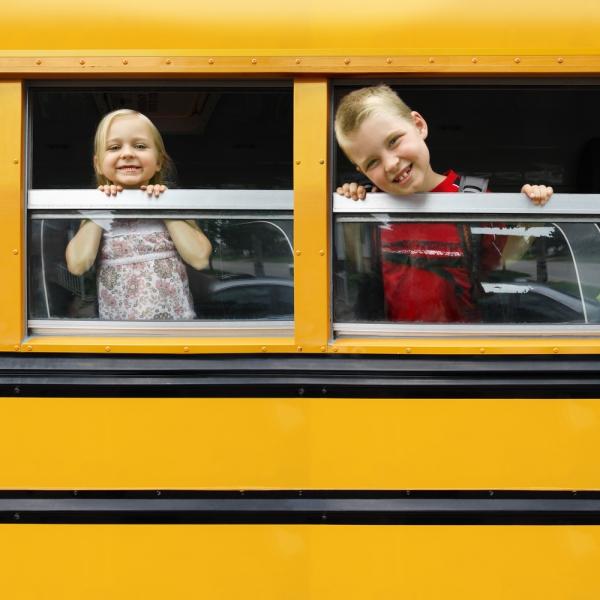 Детей будут возить на развалюхах. Еще полтора года