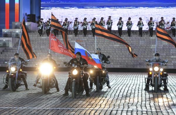 """Морская пехота РФ защищала часть от """"Ночных волков"""" с оружием в руках"""