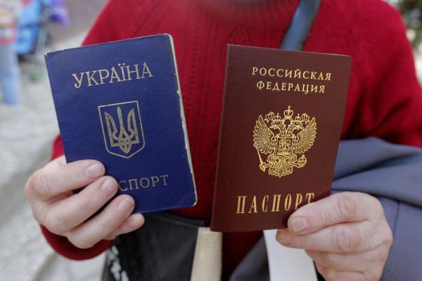 В Крыму начинают отбирать российские паспорта