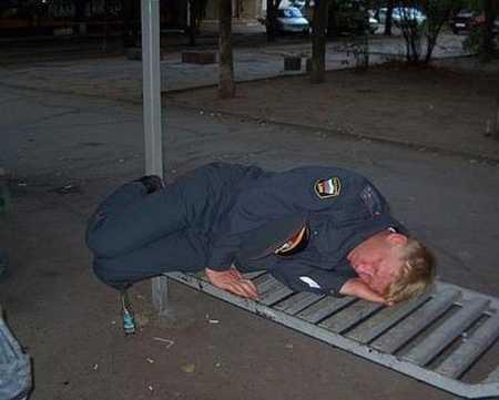 Питерская полиция учит крымчан Россию уважать