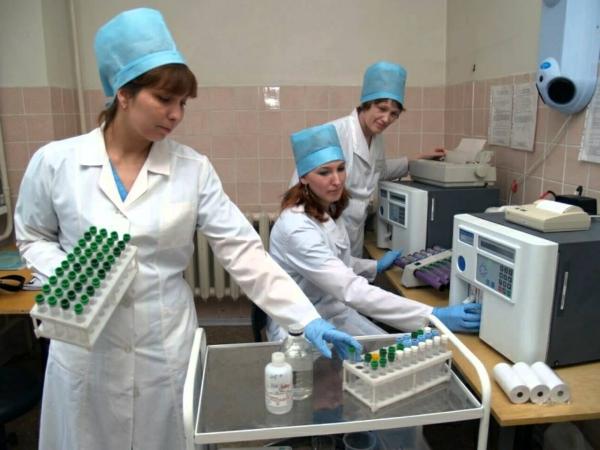 Свердловских медиков довели до акций протеста
