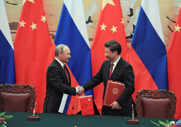 """Российский """"поворот на Восток"""" проходит испытание экономикой"""