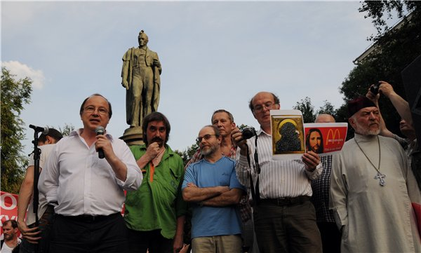 Митинг в защиту Самодурова и Ерофеева