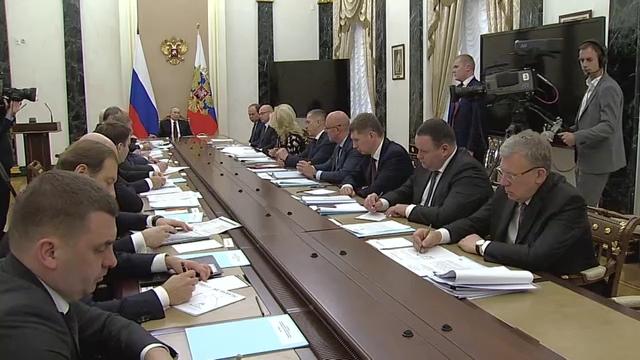 20200205_16-20-Совещание с членами Правительства - Президент России-pic08