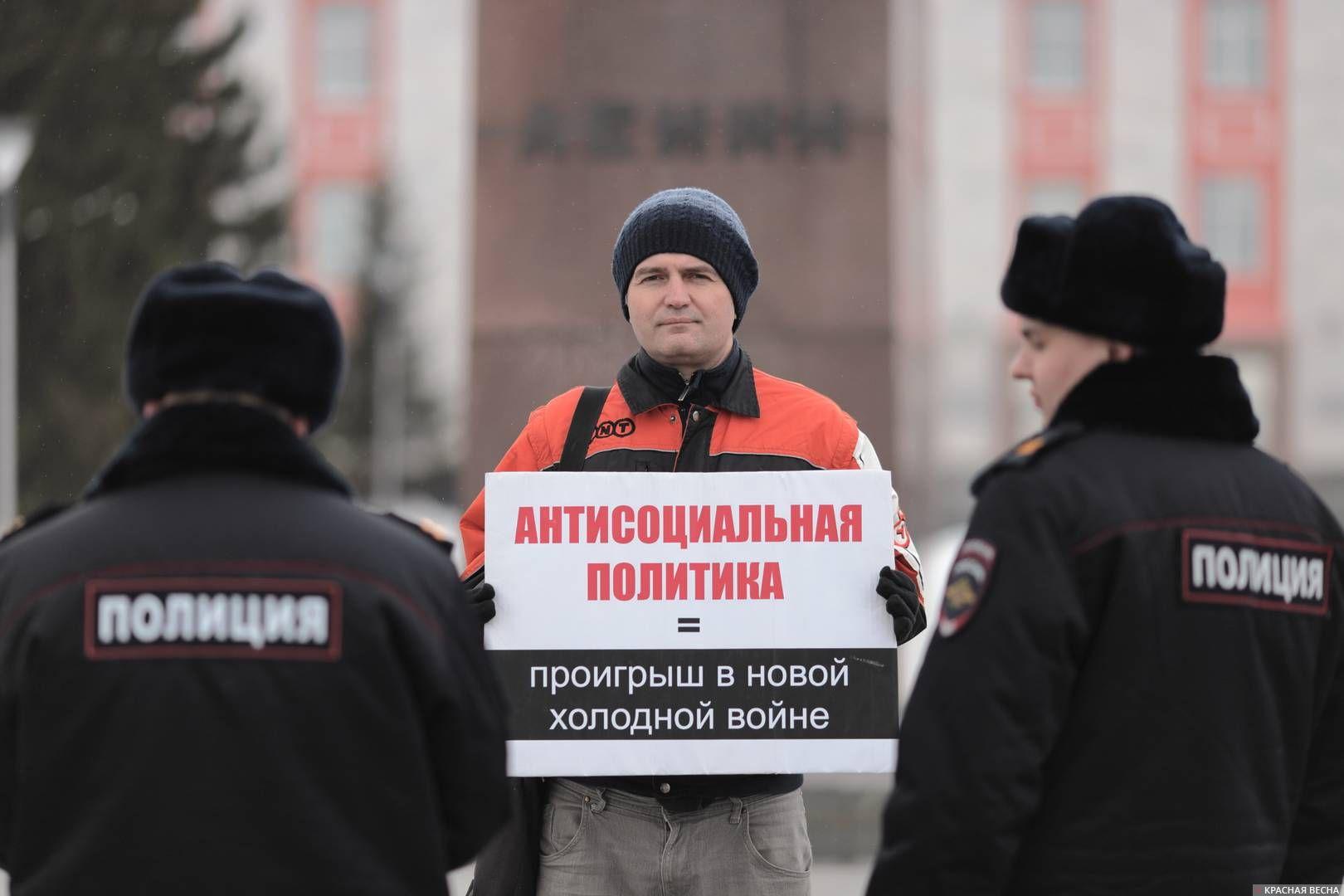 20200303_18-19-Полицейских и прохожих привлекли пикетирующие против пенсионки в Барнауле-pic5