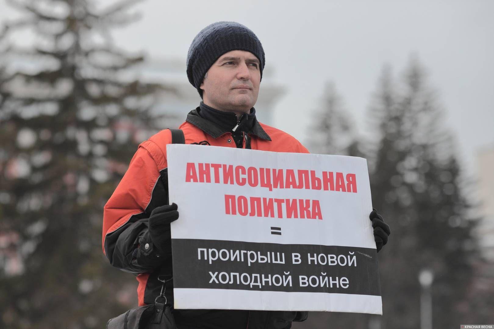 20200303_18-19-Полицейских и прохожих привлекли пикетирующие против пенсионки в Барнауле-pic8
