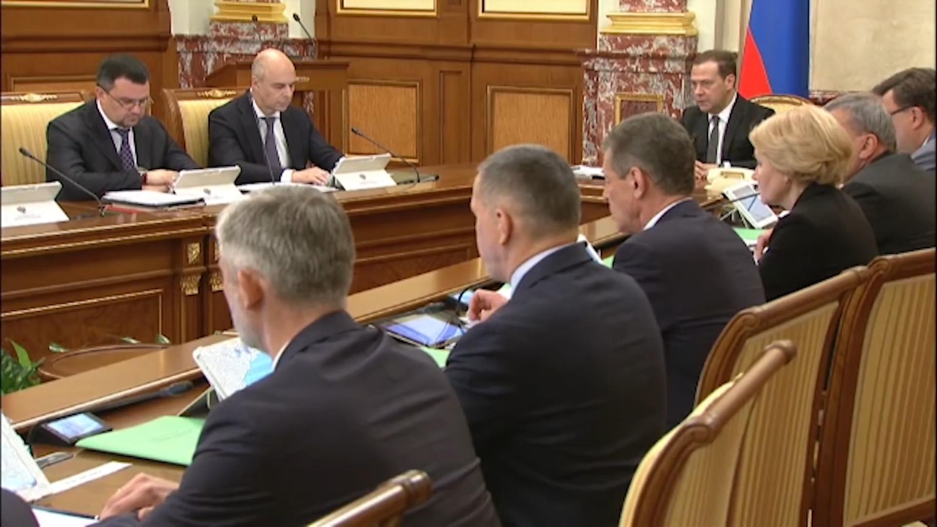 Путин экономически «отменил» пенсионную реформу. Незамеченная революция-01