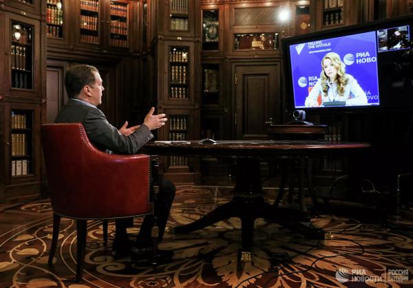 20200417_19-45-Медведев в интервью позабыл про свою оптимизацию здравоохранения-pic1