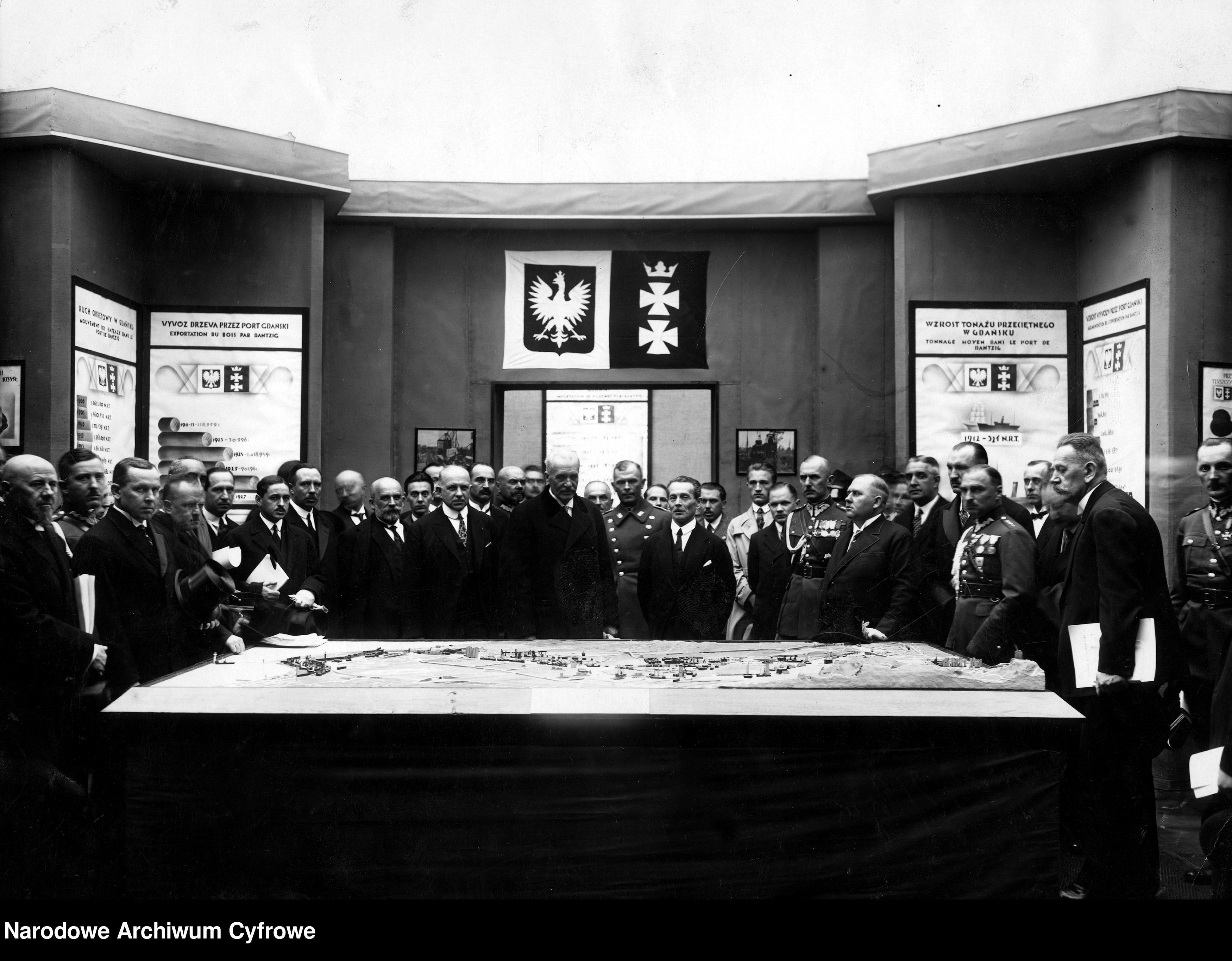 19290529-Wizyta prezydenta RP Ignacego Mościckiego na Powszechnej Wystawie Krajowej w Poznaniu-pic03~3_1_0_8_1002_1_1_76534