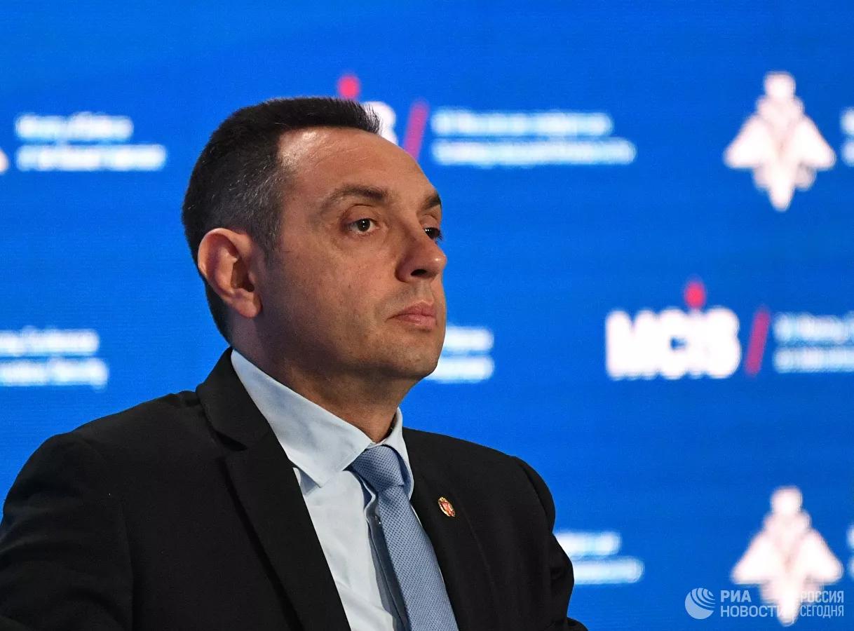 20200906_11-04-Глава Минобороны Сербии осудил пост Захаровой о визите делегации в США-pic1