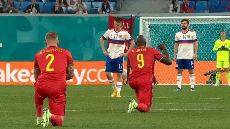 В Санкт-Петербурге освистали вставших на колено игроков сборной Бельгии перед матчем Евро с Россией
