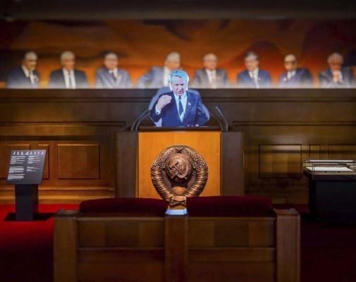 20160124_13-25-Ельцин на трибуне