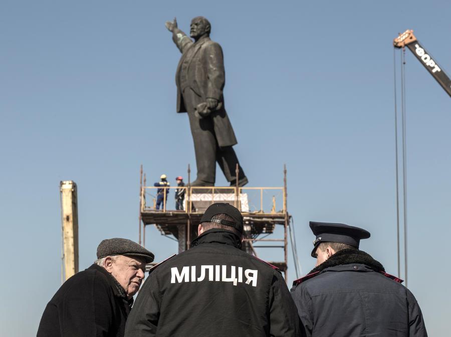 Битва за вождя- сторонники и противники сноса памятника Ленину сцепились под Одессой