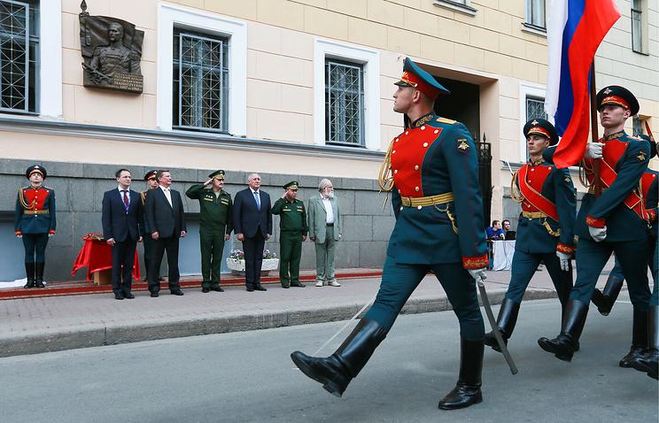 На прошлой неделе глава администрации Кремля Сергей Иванов торжественно открыл мемориальную табличку на фасаде здания Военной академии материально-технического обеспечения