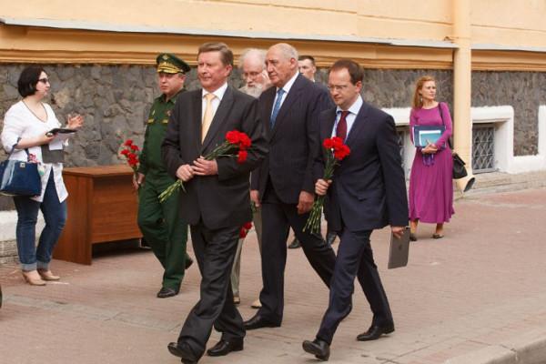 20160616_16-19-В Петербурге открыли памятную доску Маннергейму