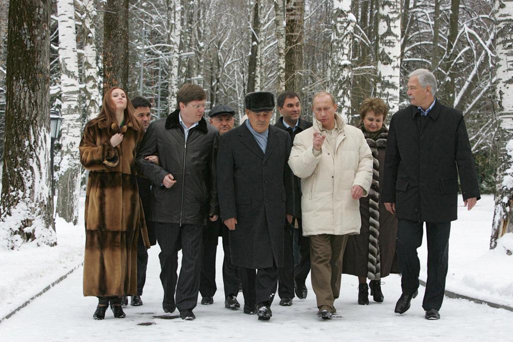 Исаев и другие члены «Единой России» на встрече с В. В. Путиным в 2007 году