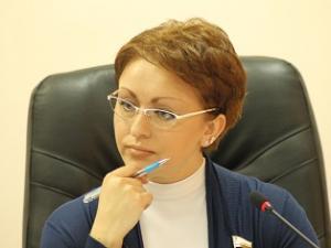 20181013_08-43-«Министр с макарошками» получала материальную помощь от губернатора-pic1