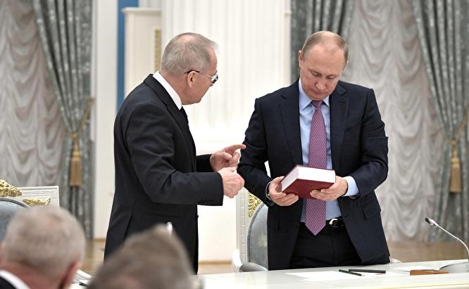 Председатель Конституционного суда России Валерий Зорькин и президент Владимир Путин