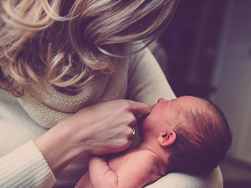 NEWSru.com   Новгородкам старше 29 лет отказали в материнском капитале за рождение первенца  им 'нужен малыш, а не деньги'