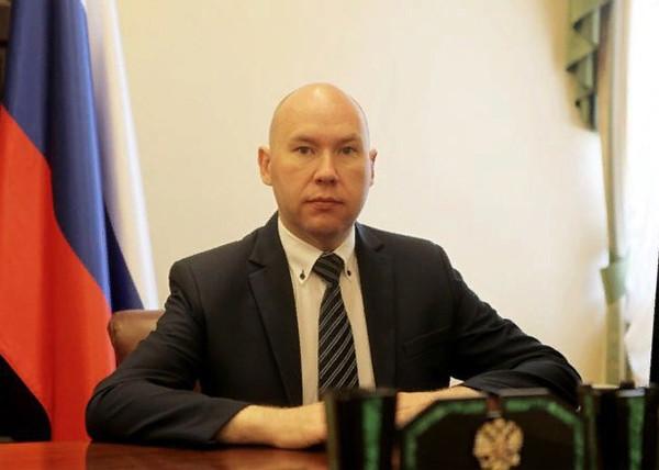 20190705_16-16-Помощник путинского полпреда оказался гражданином страны НАТО со шпионской аппаратурой-pic2