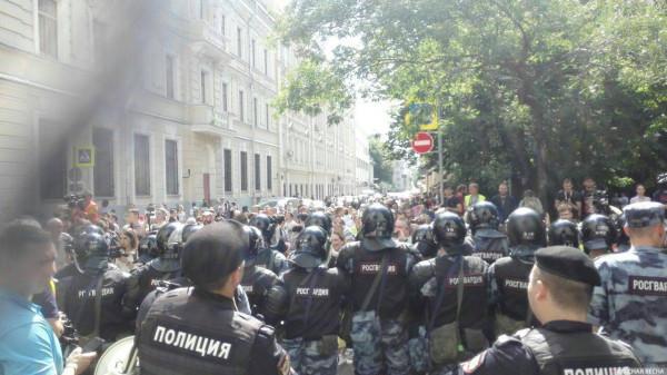 20190727_13-17-В Москве пахнет болотом. В столице началась акция протеста - онлайн-picO