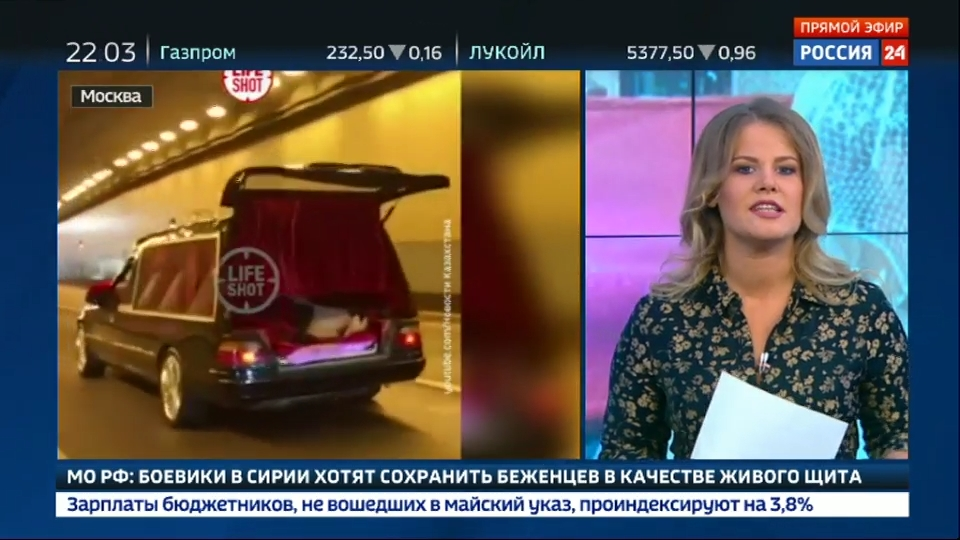 04-Вести.Ru- Собчак и Богомолов удивляли и шокировали- свадебный катафалк, подружка в шарах и любовь до гроба