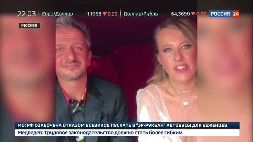 05-Вести.Ru- Собчак и Богомолов удивляли и шокировали- свадебный катафалк, подружка в шарах и любовь до гроба