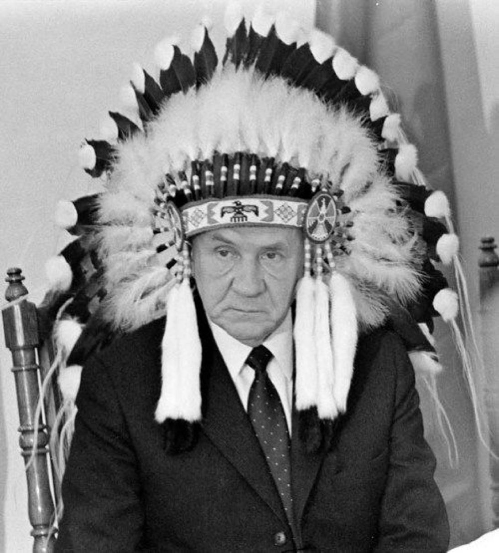 Председатель Совета Министров СССР А.Н. Косыгин в Канаде на встрече с индейскими вождями. 1971 год
