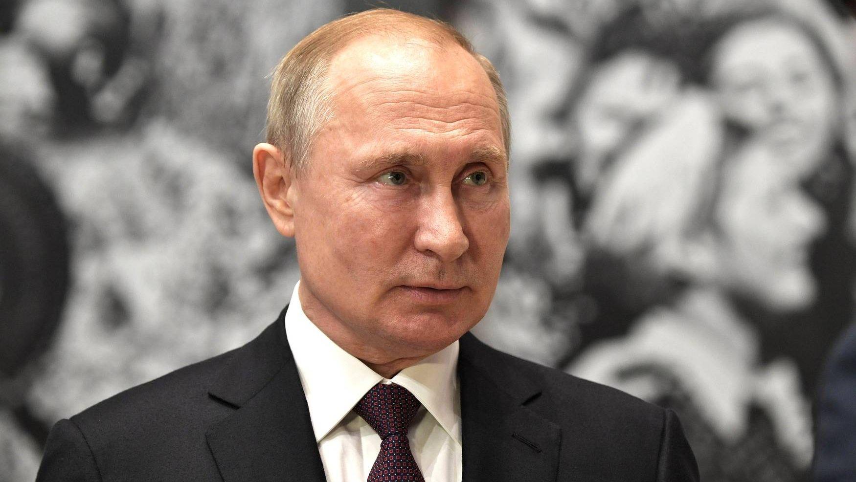 20191104_15-32-Путин проводит награждение в Кремле за вклад в народное единство