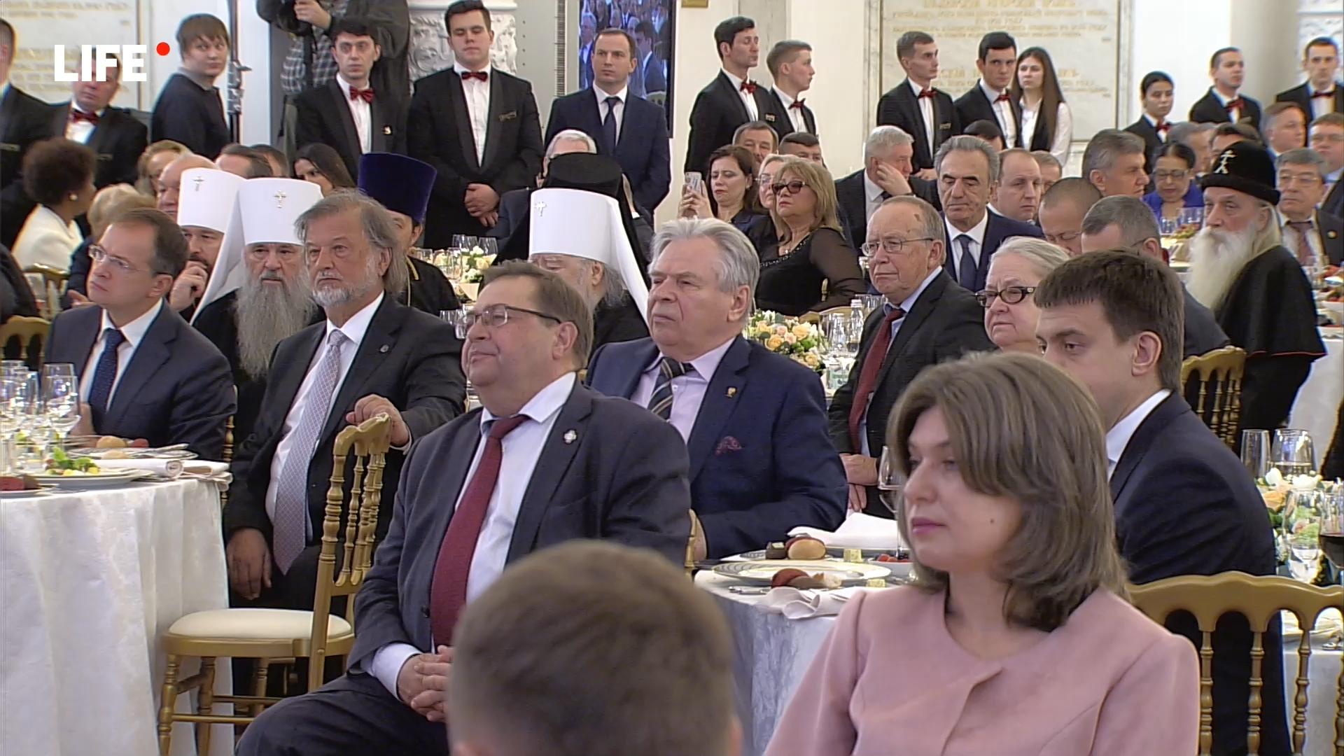 51-20191104-Прямая трансляция- Путин вручает госнаграды в День народного единства - «Life.ru» — информационный портал