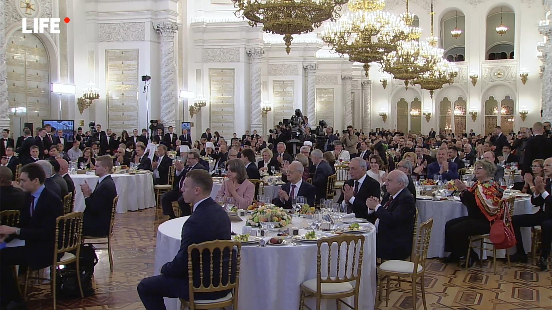 81-20191104-Прямая трансляция- Путин вручает госнаграды в День народного единства - «Life.ru» — информационный портал