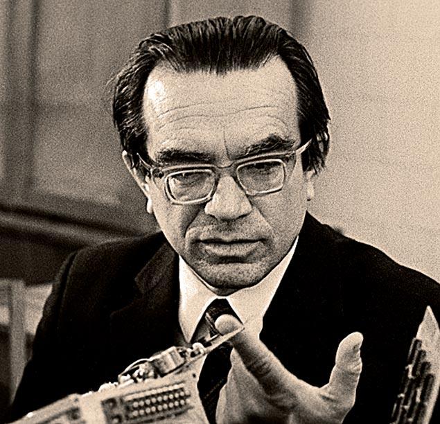 Академик Глушков был в шаге от изобретения интернета. Не дали...