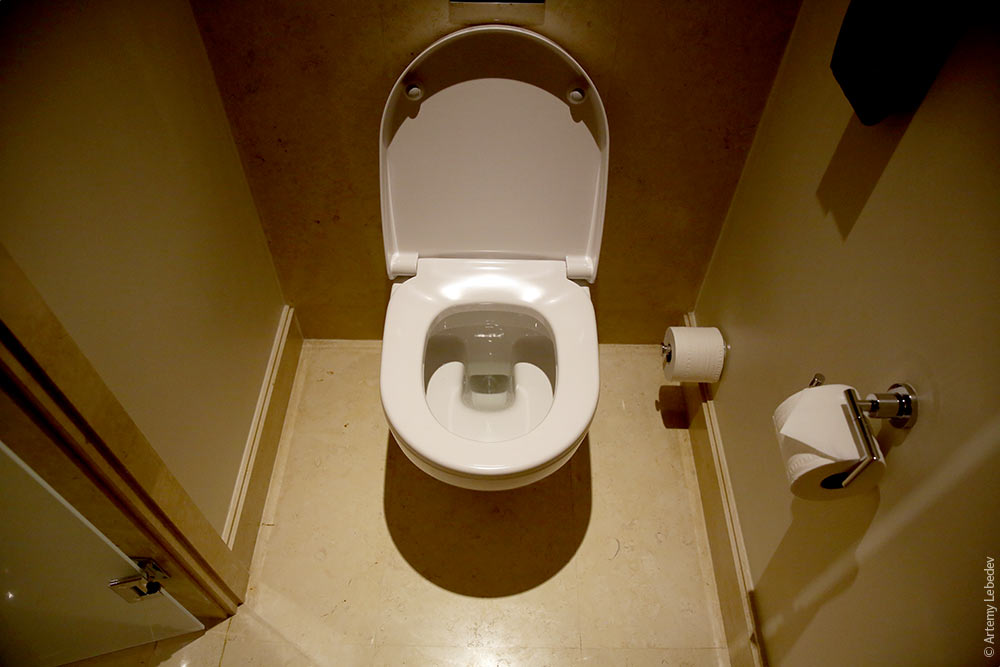 Секс туалетным ершиком смотреть онлайн 14 фотография