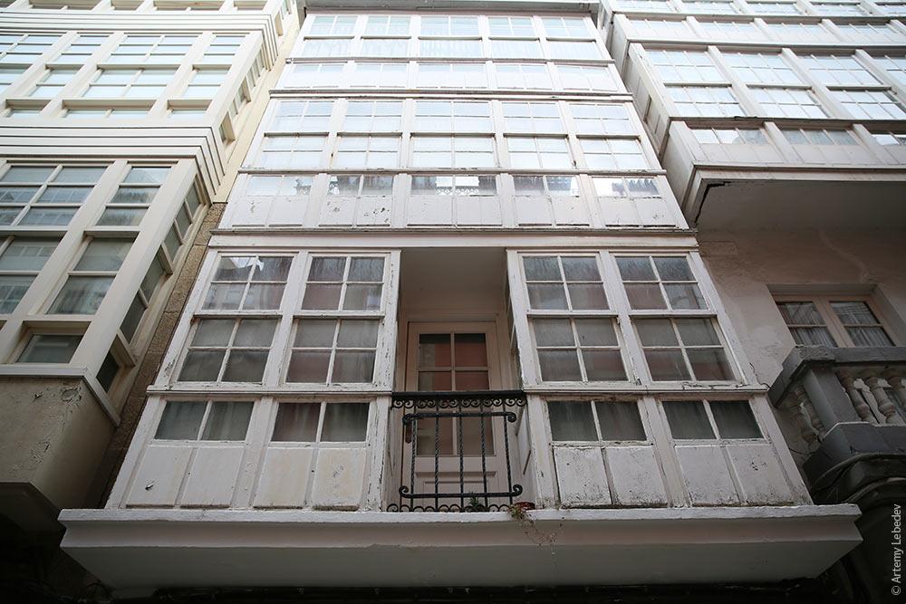 Остекление балкона в испании фото.