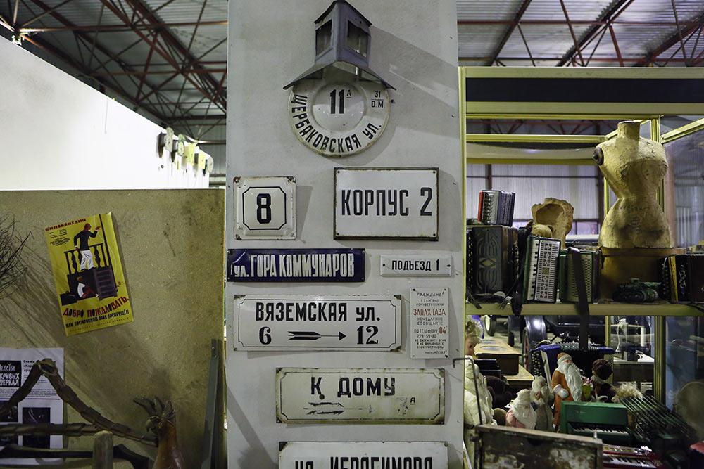 4F2C1889