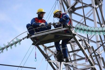 ремонт-ЛЭП-электроэнергетики-за-работой.jpg
