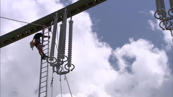 595446990-insulator-electricity-power-ladder-power-supply-line.jpg