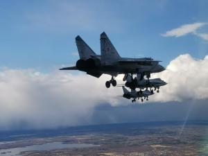 МиГ-31 с выпущенными шасси