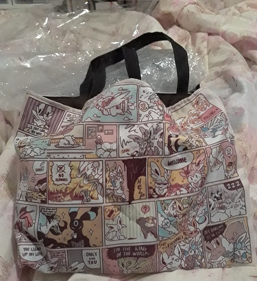 This bag looks much better IRL than in the photos the shop had. I really like the diamond print on the handles and all the details on the comic and how the panels interact with eachother, like how the ink Sylveon spills into the panels below it like that.