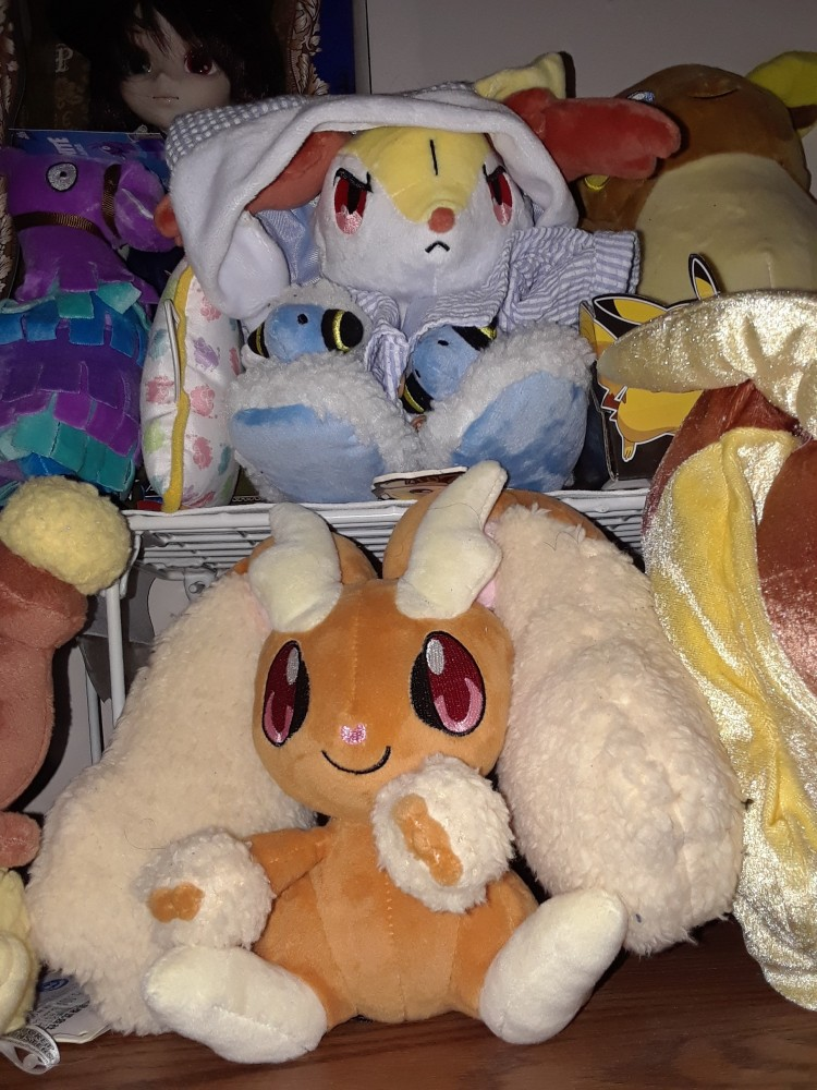 I originally had the PJs on the PokeBox plush, but I took them off to put on Mareep and Flaaffy. They don't fit Mareep and Flaaffy, but it's good enough for a photo.