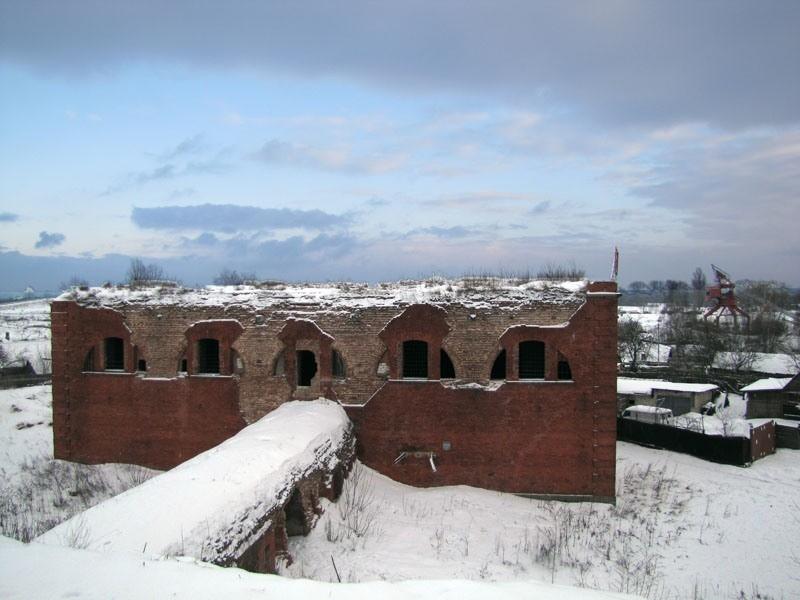 Бобруйская крепость и сейчас выглядит грозно...