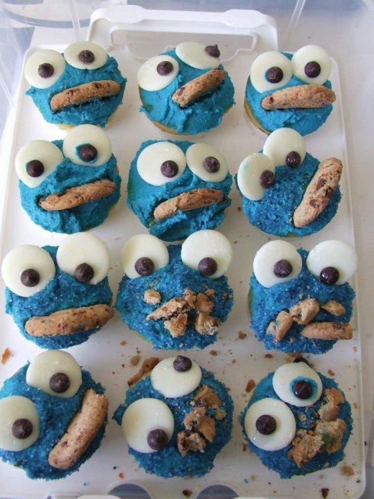 Cookie Monster Cupcakes (Кексы в виде Коржика)