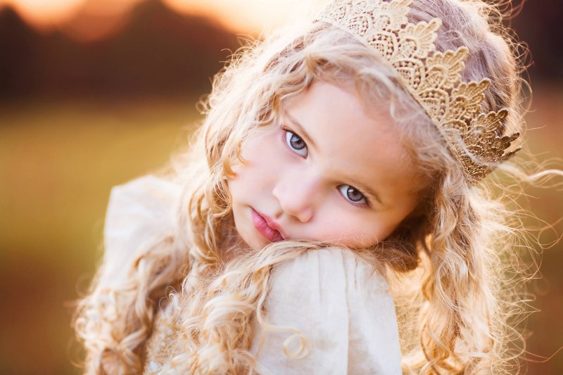 Crown_Face_Glance_Blonde_girl_Little_girls_Hair_562922_1920x1280.jpg