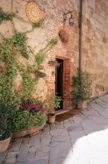 montefollonico villa, front door