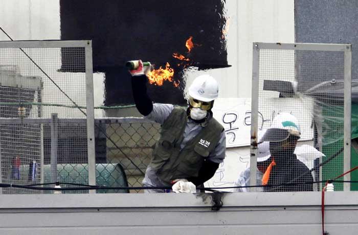 Корейские рабочие SsangYong
