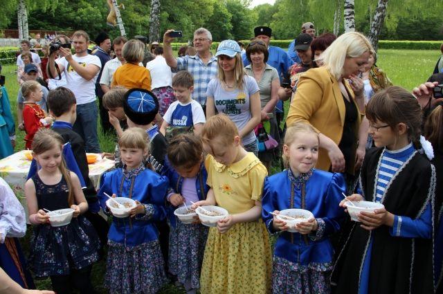 В казачьих семьях, когда девочке исполняется три года, её учат готовить. © / Елена Панкова / АиФ